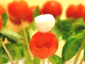 too wide 300x225 From the heart ... to the heart (Tomato and mozzarella bouquet appetizer)